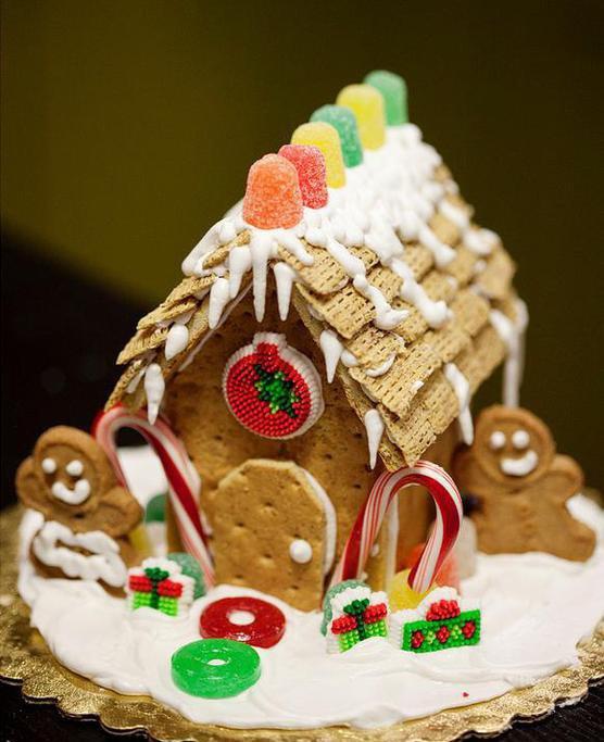 Новорічний будиночок з печива