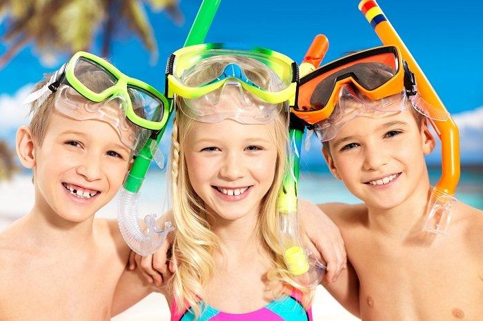 Активні дитячі ігри на воді