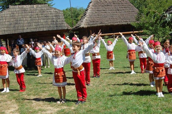 Українські народні ігри та забави
