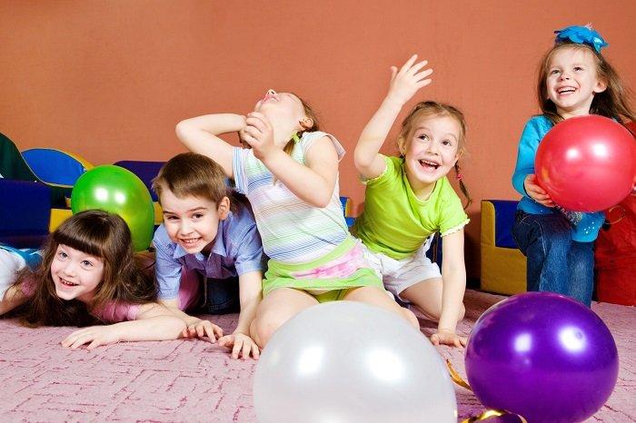 Активные игры в компании детей