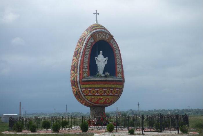 Барвиста святиня, Братківці, Україна