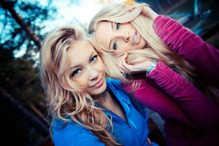секс фото красивых блондинок с подругой прекрасно