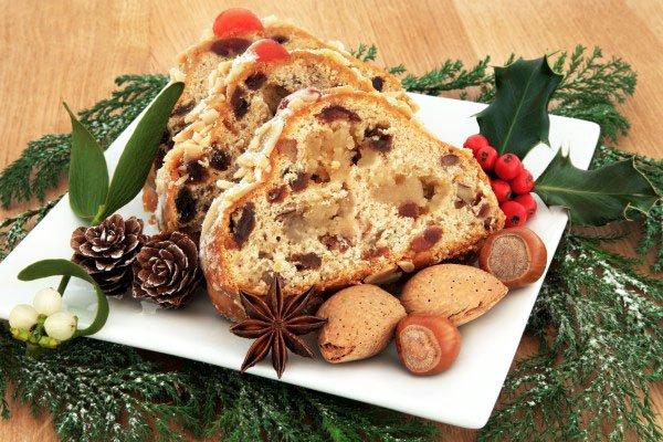 Приметы на Рождество. Хозяин делит хлеб