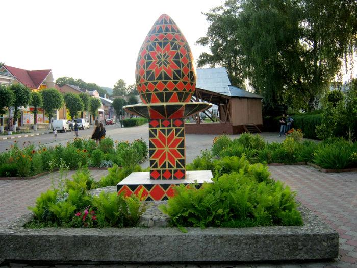 Памятник писанке, Вижница, Украина