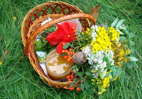 Что взять в корзину для освящения 14 августа - мед, вода, мак, цветы