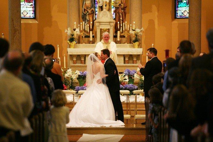 Цікаві факти про сім'ю. Скріплення нового шлюбу поцілунком.