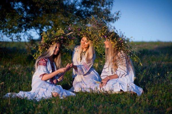 Минусовка песни как во поле вечерок плела девица венок