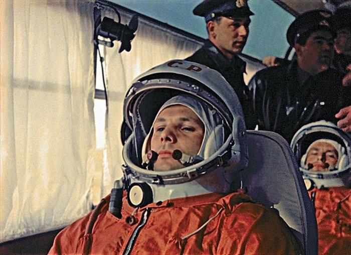 Юрій Гагарін - перша людина, що полетіла в космос