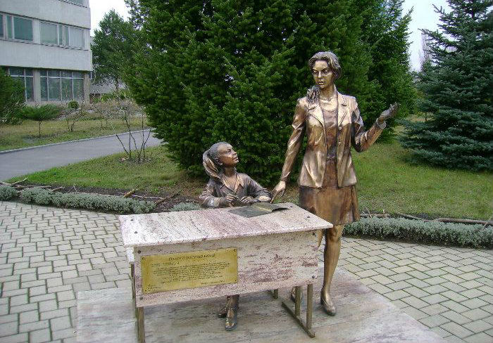 Памятник первому учителю в харькове