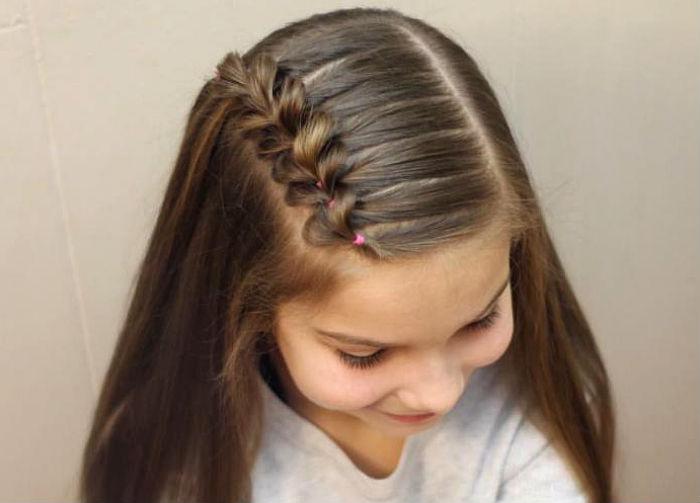 пряме волосся з косичкою