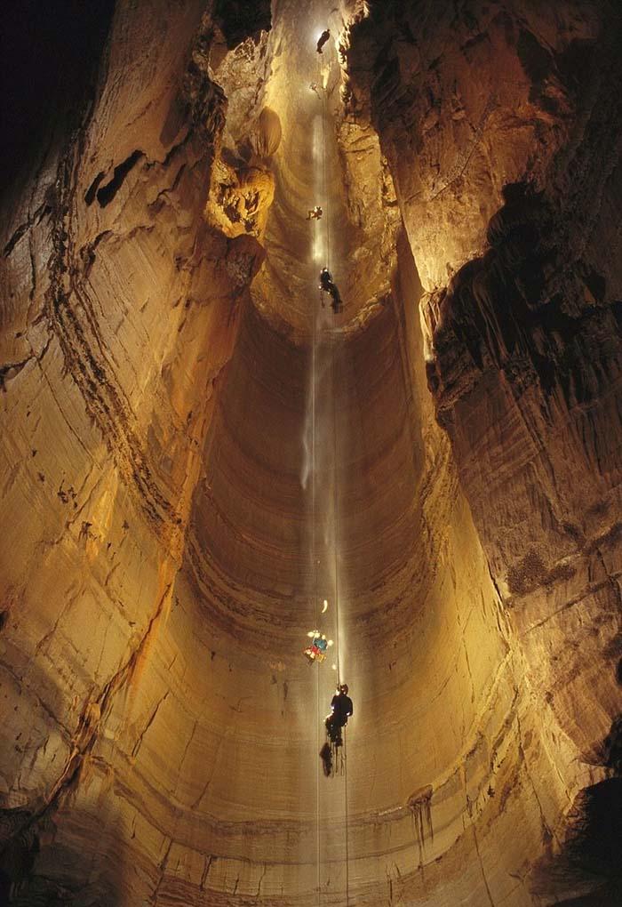 Печера Крубера-Вороняча — найглибша печера в світі, фото 1