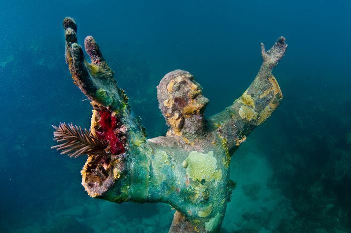 Заброшенные и таинственные места Земли, фото - Христос из бездны, Сан-Фруттуозо, Италия