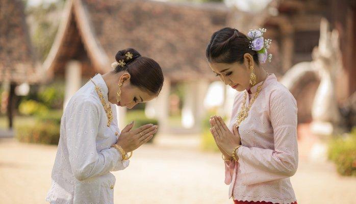 Незвичайні й оригінальні привітання в різних країнах світу - фото 1