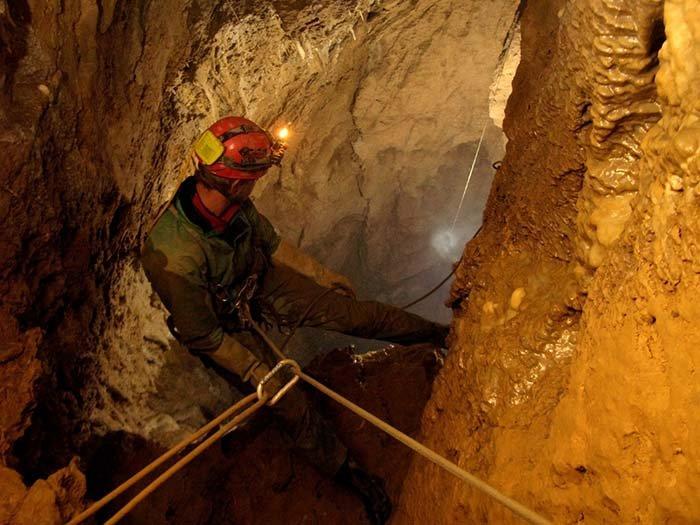 Печера Крубера-Вороняча — найглибша печера в світі, фото 16