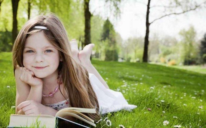 Кому книга — розвага, а кому – навчання.