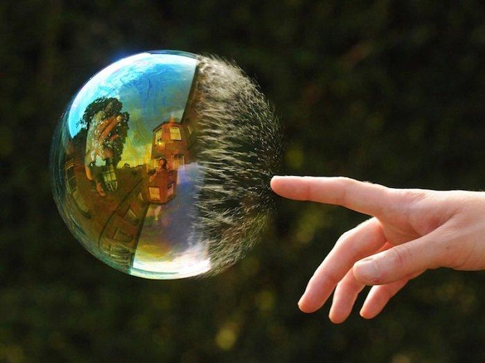 Почему пузыри переливаются разными цветами?