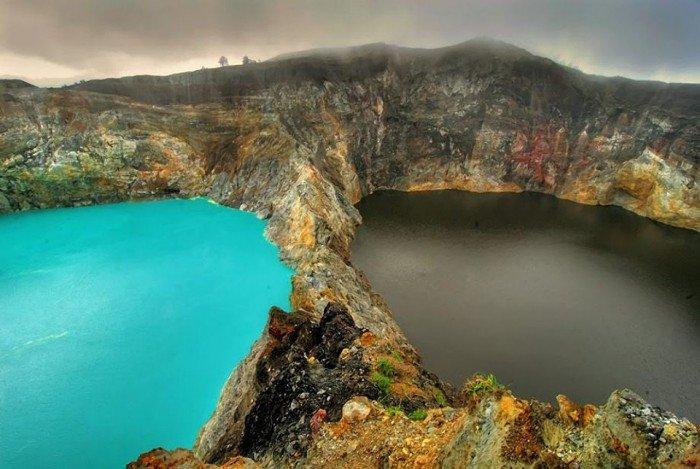 Самые удивительные и красивые места на Земле - Озера слез в Индонезии