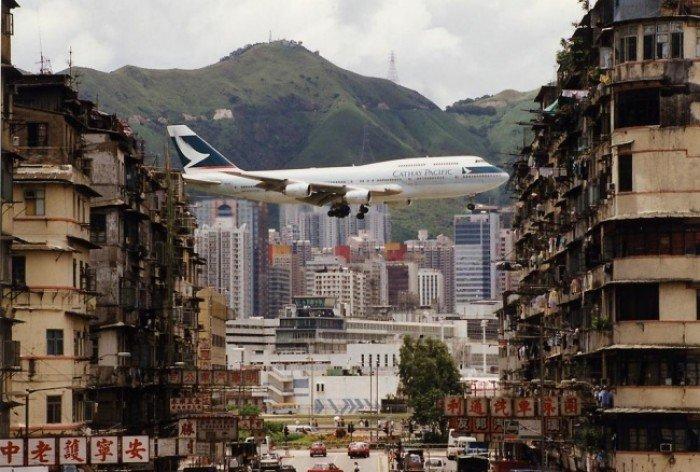 Небезпечні аеропорти світу. Незвичайний аеропорт у Гонконгу