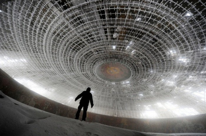 Красиві покинуті місця світу, фото - Меморіал у болгарському заповіднику Бузлуджа