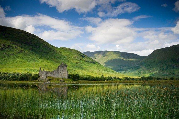 Замок Килхурн в Шотландии летом