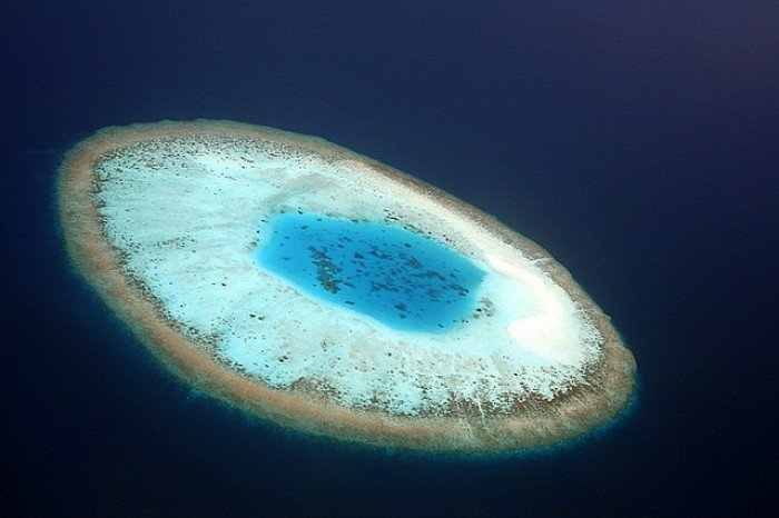 Необычные острова, фото - остров-глаз