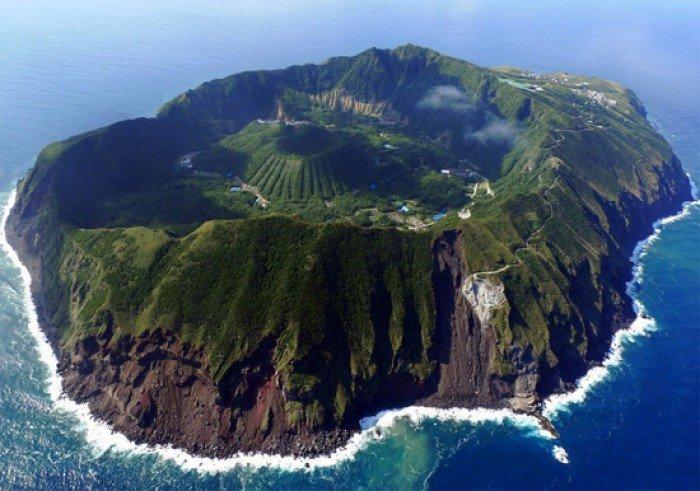 Красивые пейзажи природы. Фото - Япония, остров вулкана