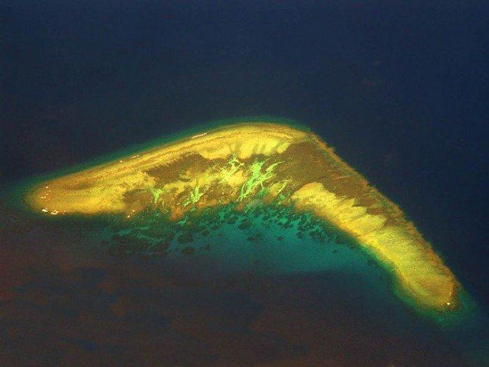 Необычные острова, фото - остров-бумеранг