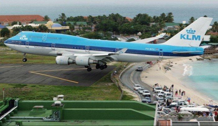 Небезпечні аеропорти світу. Незвичайний аеропорт Принцеси Джуліани