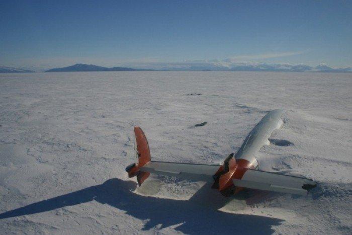 Красиві покинуті місця світу, фото - Уламки літака «Пегас» в затоці Мак-Мердо, Антарктида