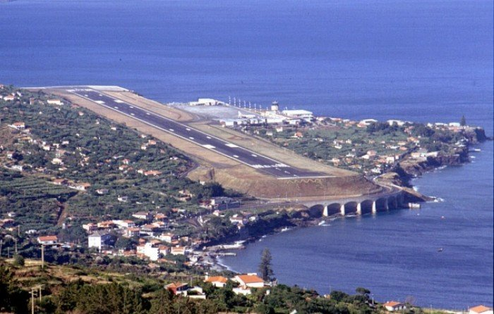 Небезпечні аеропорти світу. Незвичайний аеропорт у Португалії