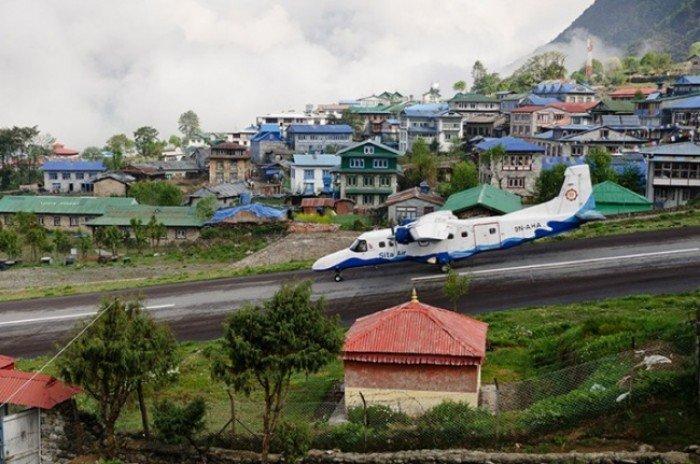 Небезпечні аеропорти світу. Незвичайний аеропорт у Непалі