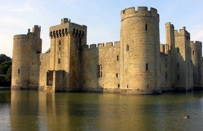 Заброшенные и таинственные места Земли, фото - Замок Бодиам в Восточном Сассексе, Англия