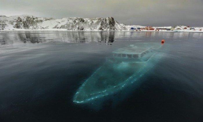Заброшенные и таинственные места Земли, фото - Затонувшая яхта в Антарктиде