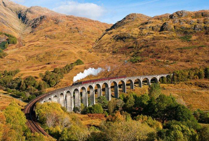 Осінній пейзаж. Віадук Гленфіннан, Шотландія, потяг