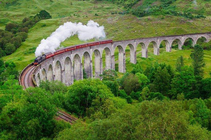 Віадук Гленфіннан, Шотландія, потяг