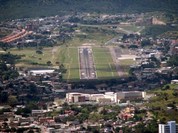 Небезпечні аеропорти світу. Незвичайний аеропорт Гондурасу