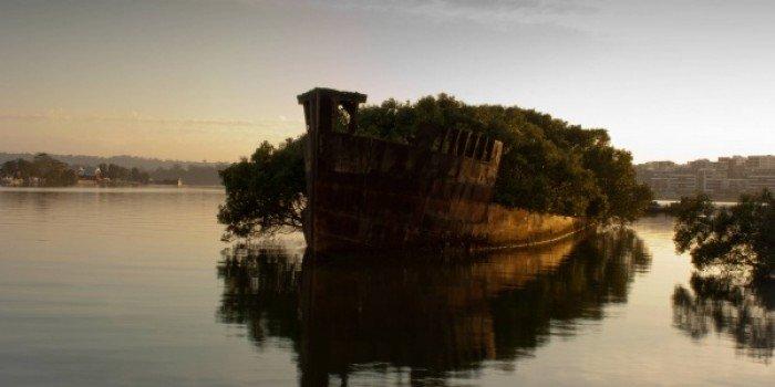Заброшенные и таинственные места Земли, фото - Обломки корабля «Ayrfield» в заливе Хомбуш, Австралия