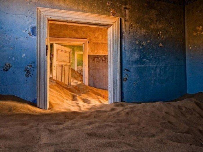Заброшенные и таинственные места Земли, фото - Город Колманскоп в пустыне, Намибия
