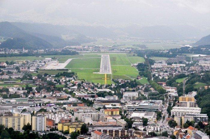 Небезпечні аеропорти світу. Незвичайний аеропорт у Австрії
