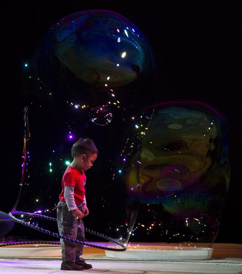 Мастер гигантских пузырей