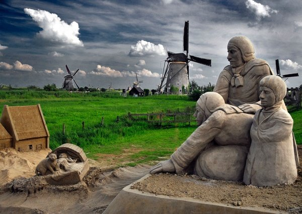Скульптуры из песка в Нидерландах.