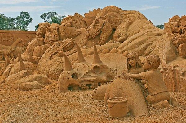 Соревнования по лепке скульптур из песка в Австралии.