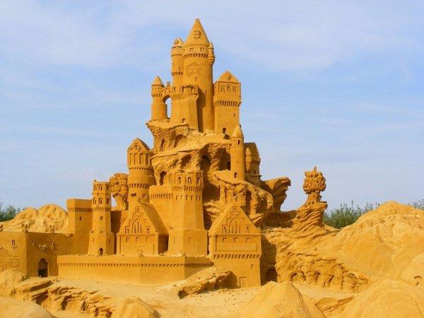 Фестиваль песчаных фигур в Бельгии.