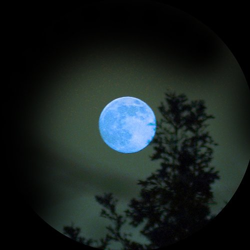 Необычные явления природы, фото. Голубой месяц