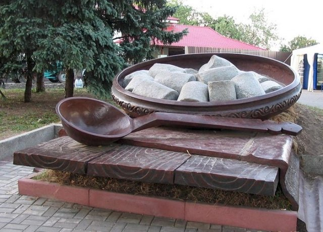 Пам'ятник галушці (Полтава)
