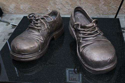 Пам'ятник стоптаним черевикам (Київ)