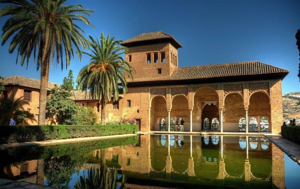 Самые красивые замки мира. Названия замков. Альгамбра – Красная крепость.