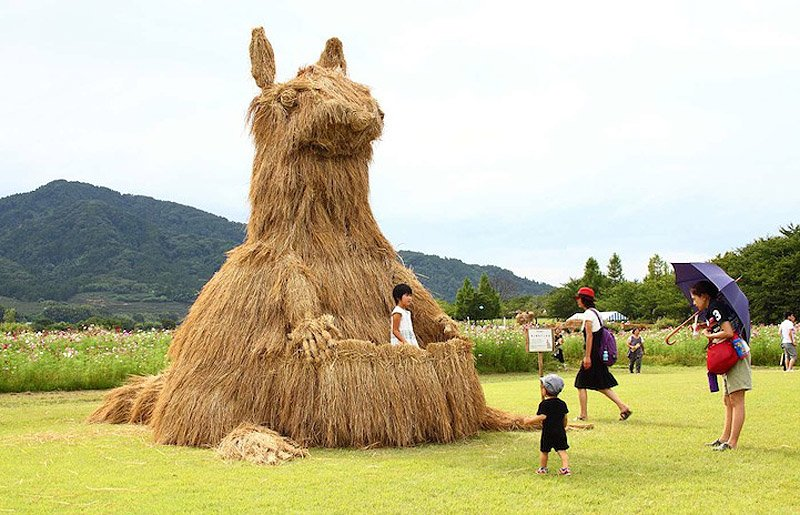 Солом'яні скульптури Японського фестивалю