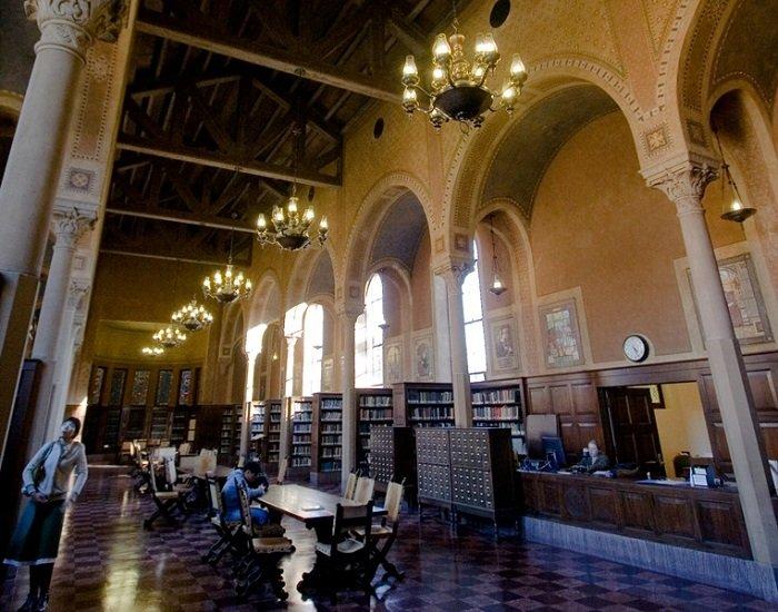 """Місця, де знімали """"Гаррі Поттера"""" - бібліотека Хогвартсу"""